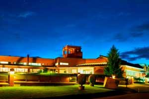Edificio de la Bodega Enate diseñado por el arquitecto Jesús Manzanares en Somontano