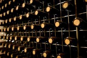 Botellas reposando en las cavas de Juvé y Camps